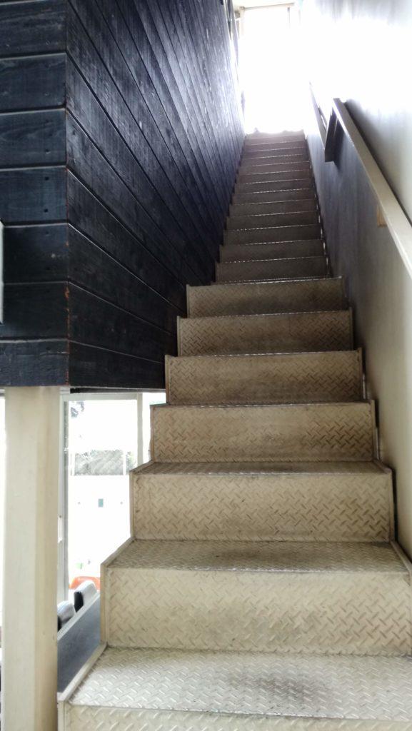 aditoの3階へ続く長い階段